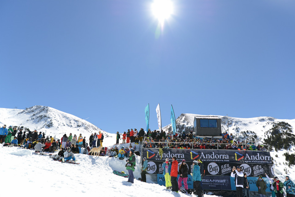 Gran-ambiente-Total-Fight-snowboard