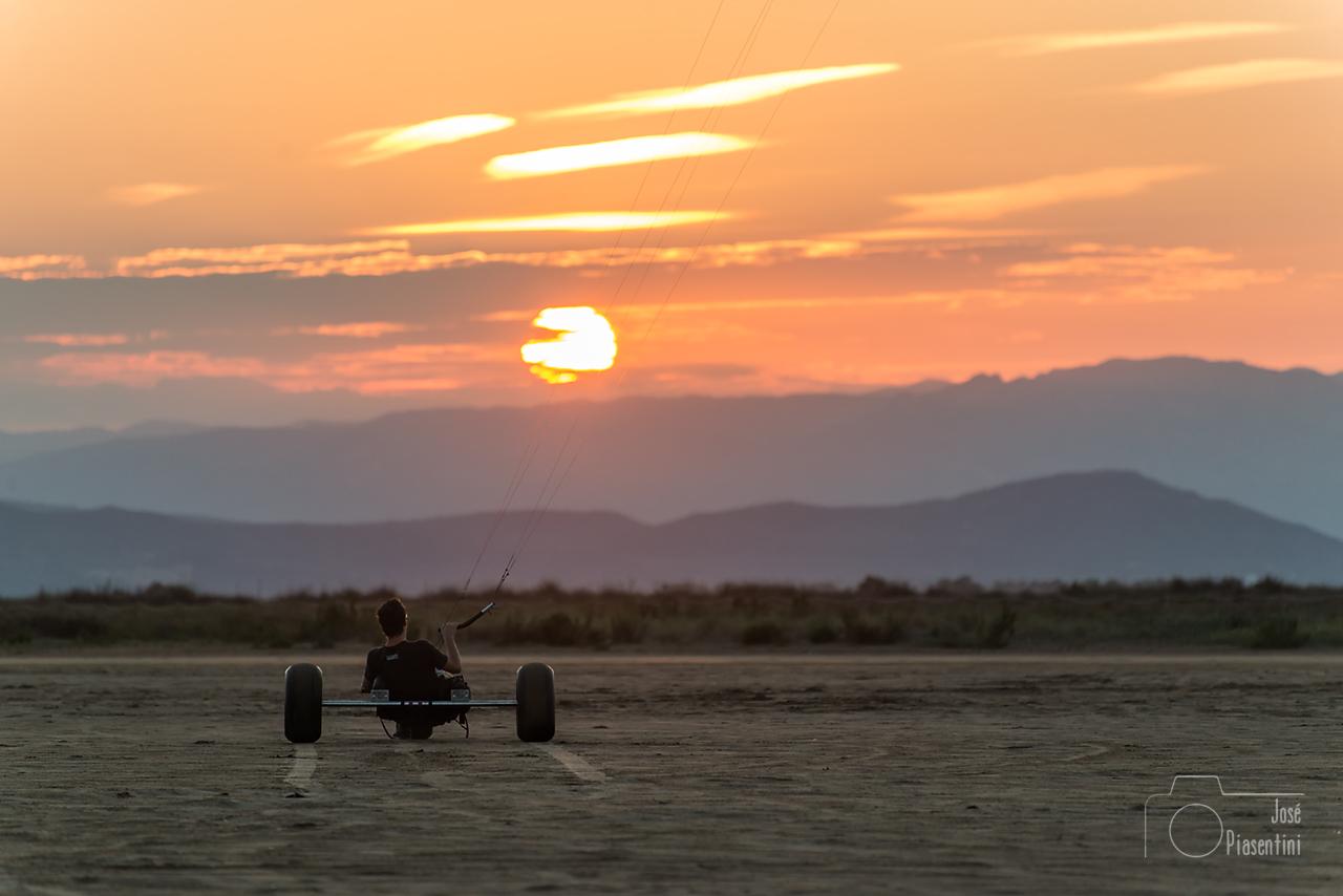 sunset-kiterider-Delta-del-Ebro--0143