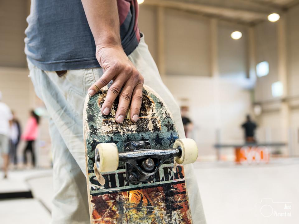 skater-hands