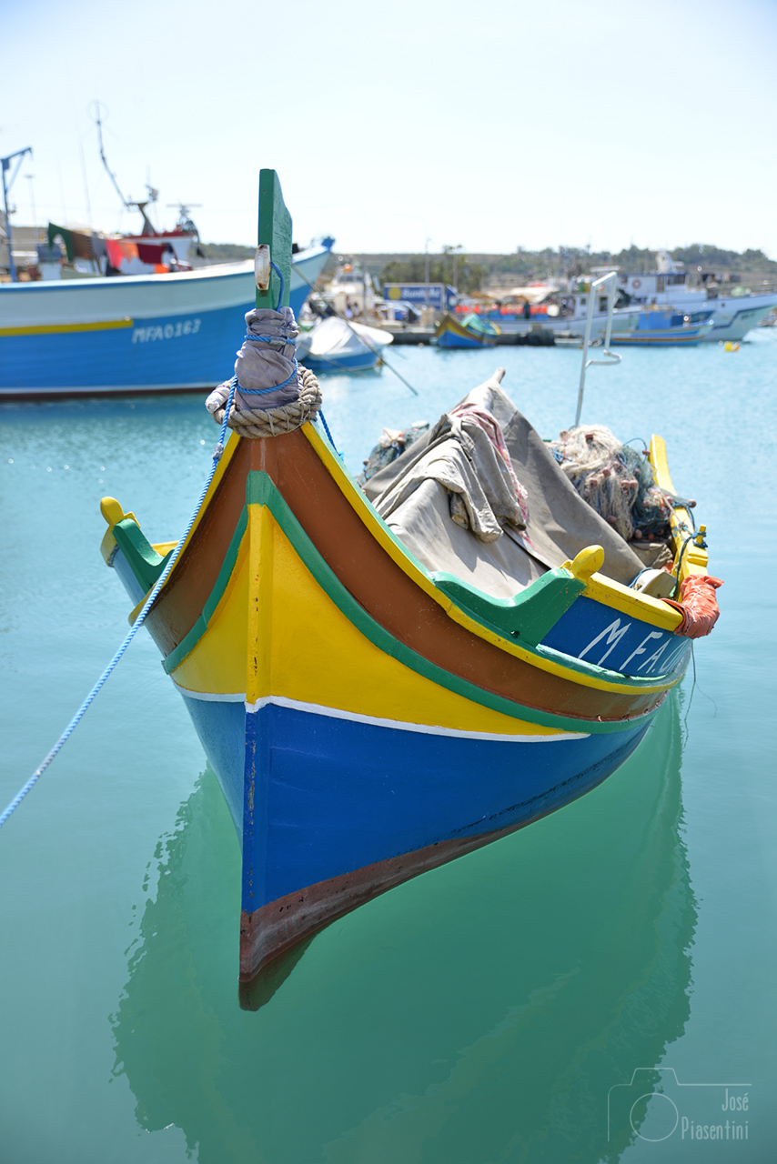 luzzu-traditional-fishing-boat-Maltese-islands