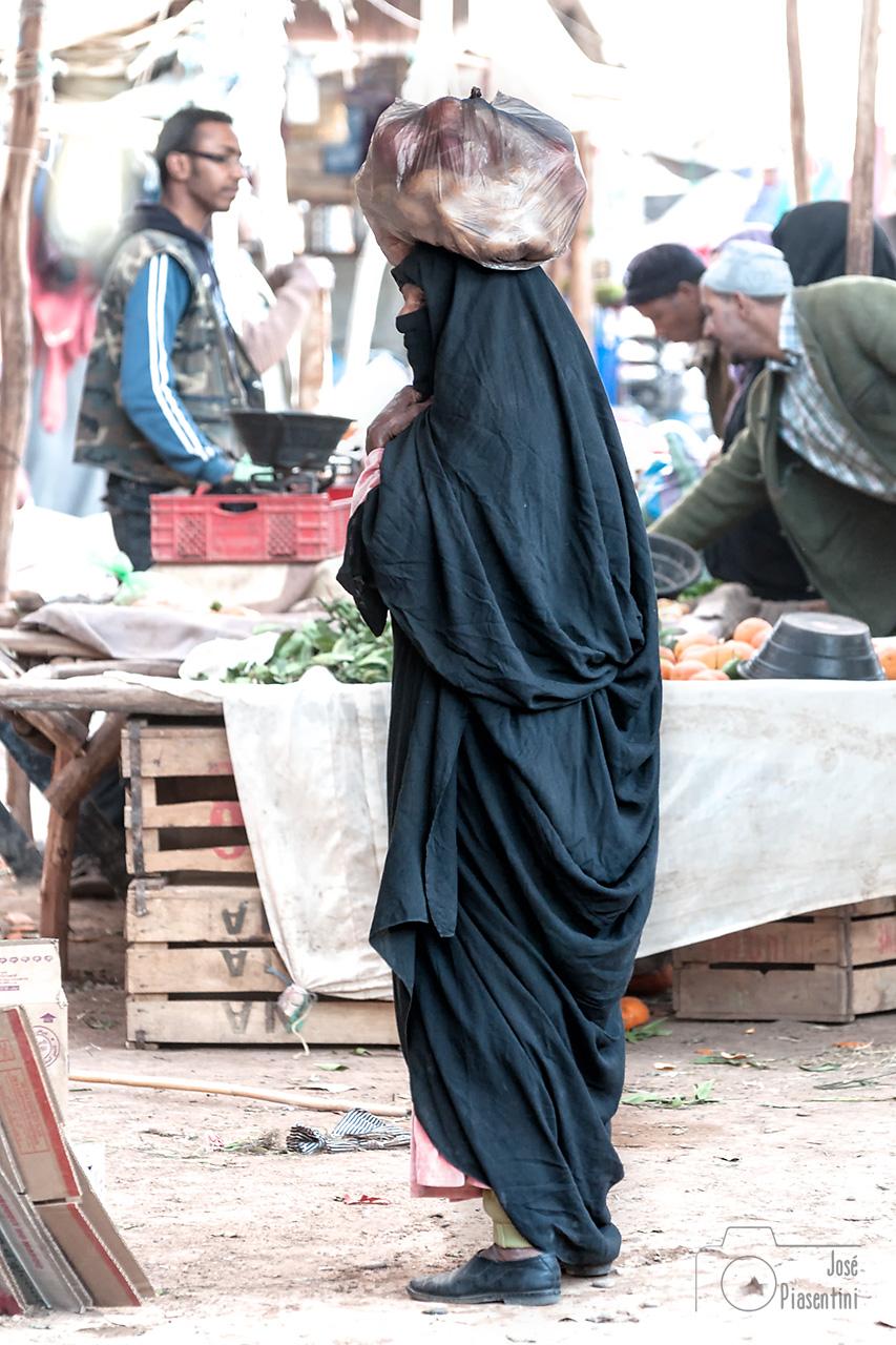 cargando-mercado-de-Rissani