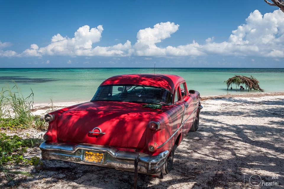 Cayo-Jutias-coches-Cuba - Viajar con niños  a Cuba