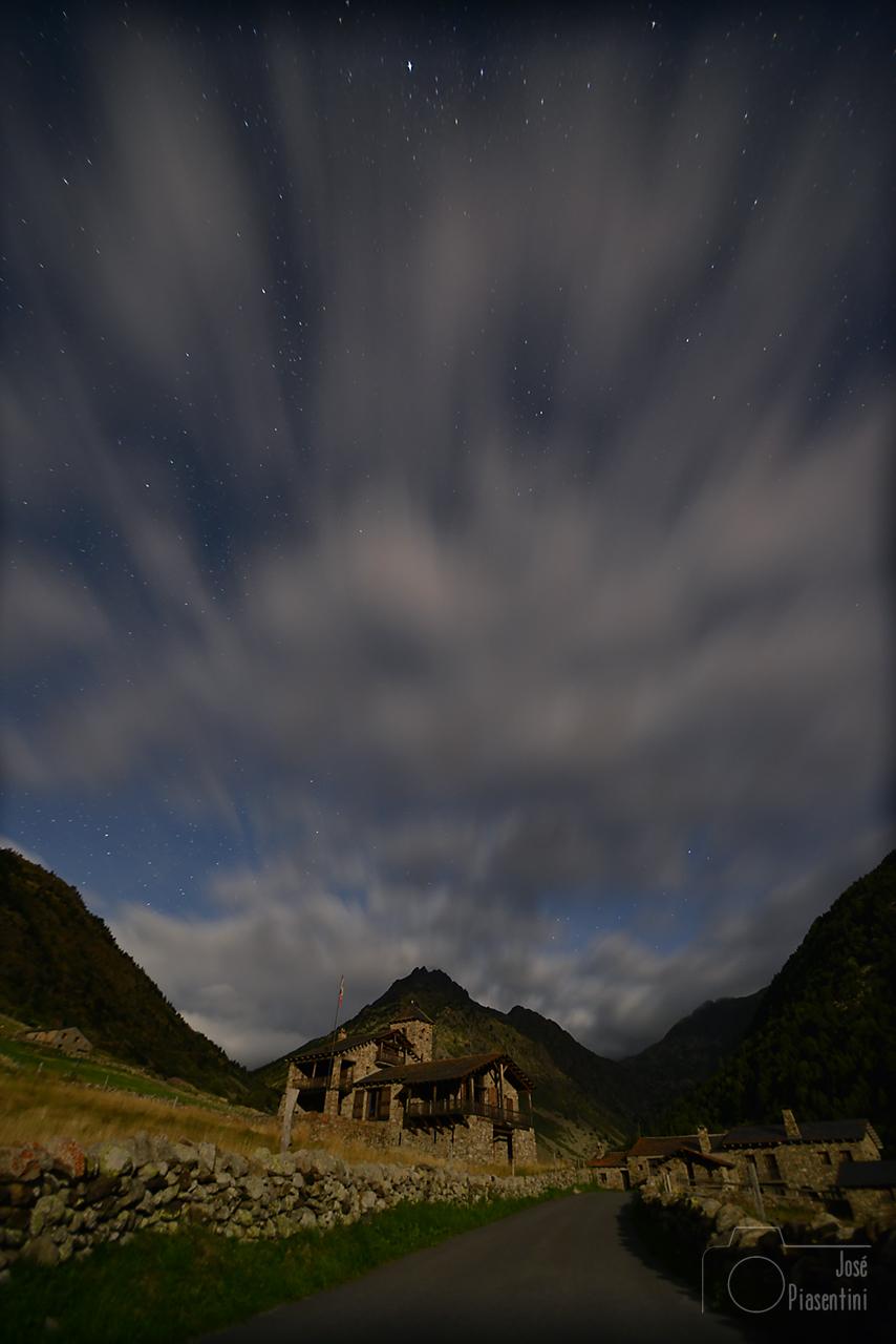 Vall d Incles por la noche. Andorra todo el año