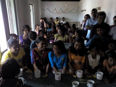 Visita orfanato de niñas en Polonnaruwa