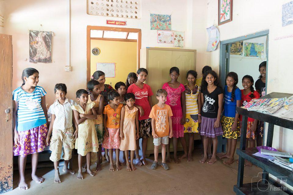Que hacer en un viaje en familia a Sri Lanka - Ayudar