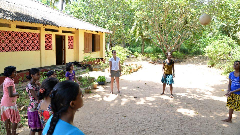 Playing-voley - Que hacer en un viaje a Sri Lanka con niños