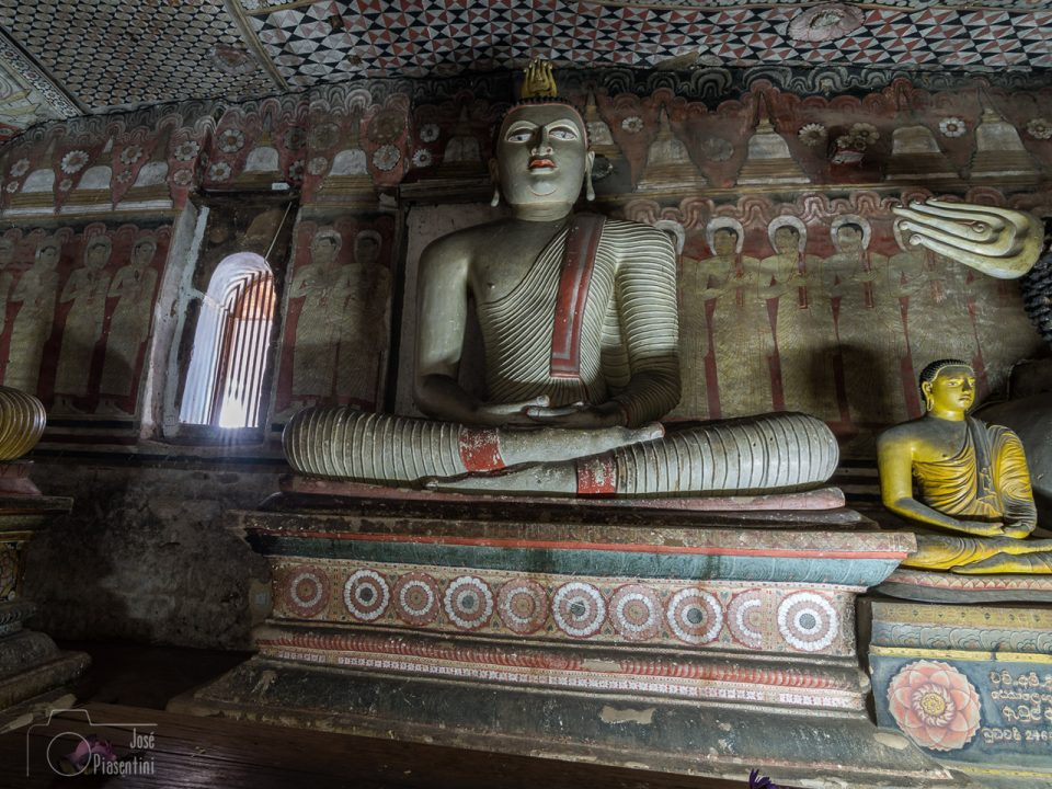 Interior-cueva-templo-Dambulla