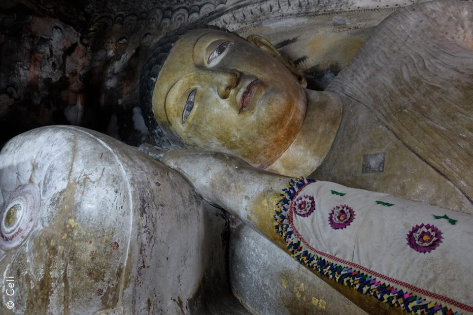 Buda - Dambulla Cave Temple - Sri Lanka con niños