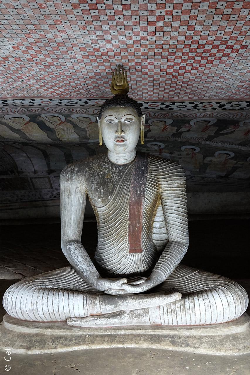 Buda-Sri-Lanka-Dambulla