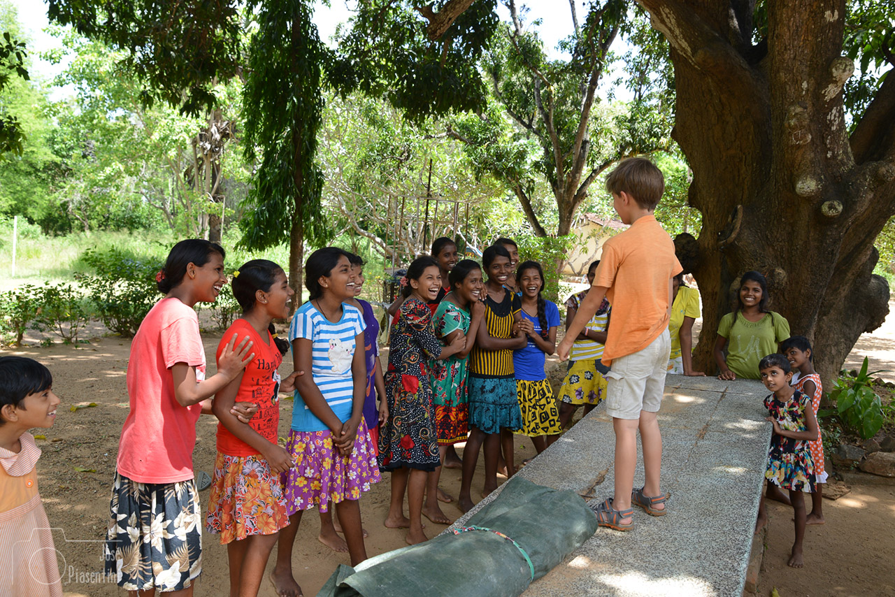Viajes en familia a Sri Lanka,  nuestra experiencia en el orfanato de Polonnaruwa