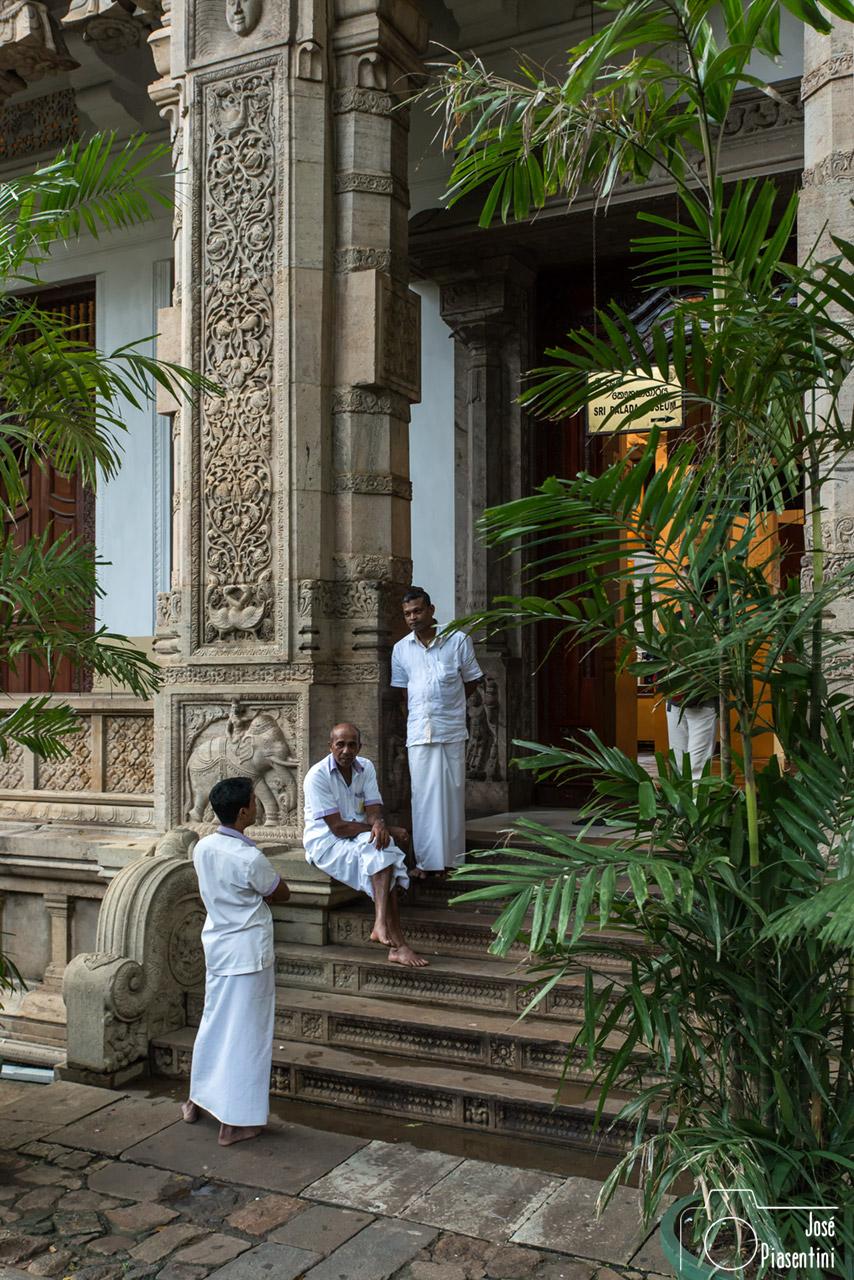 Que hacer en Sri Lanka con niños - El Templo del Diente de Buda en Kandy, Sri Lanka