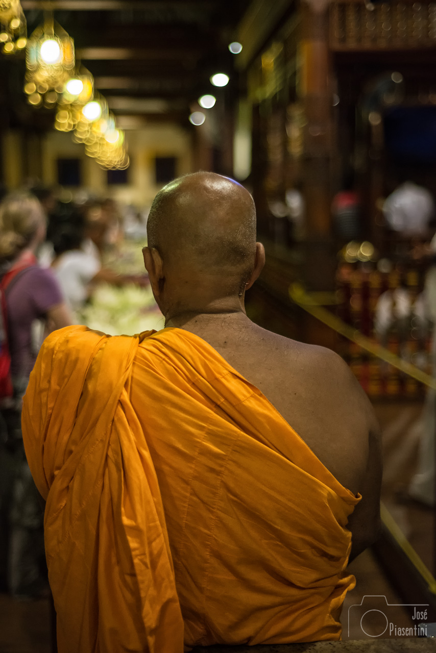 Temple-kandy-monk - Things to do in Sri Lanka with children