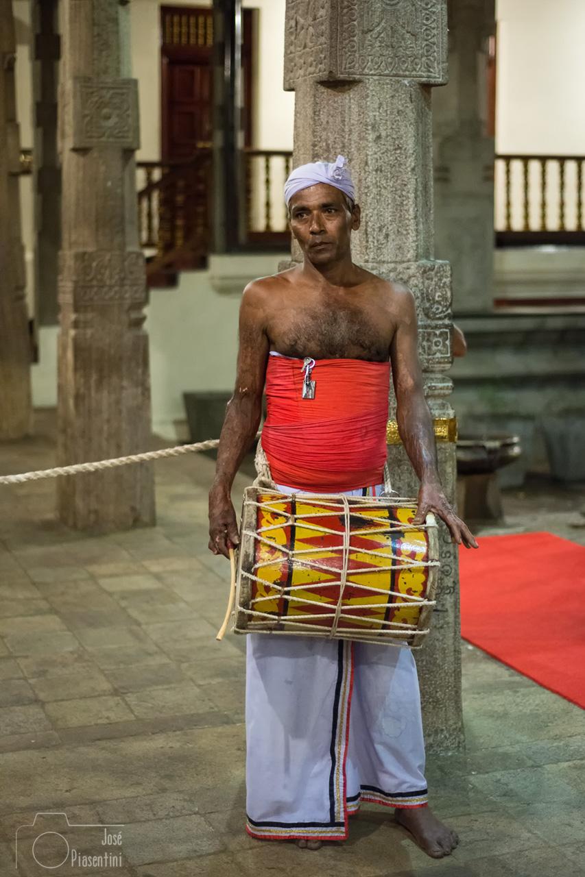 Musico-kandy-templo-dientebuda