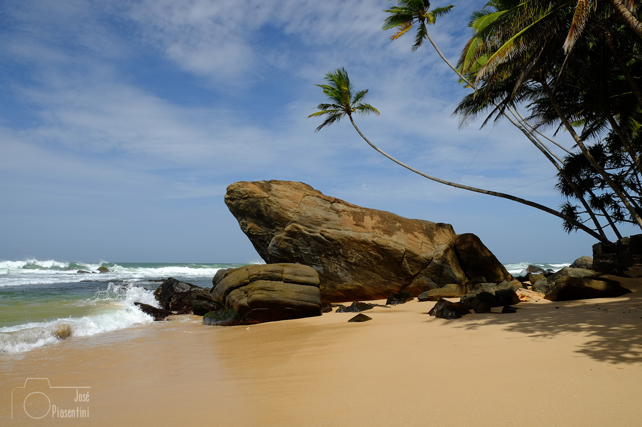 Sri-Lanka-wijaya-beach