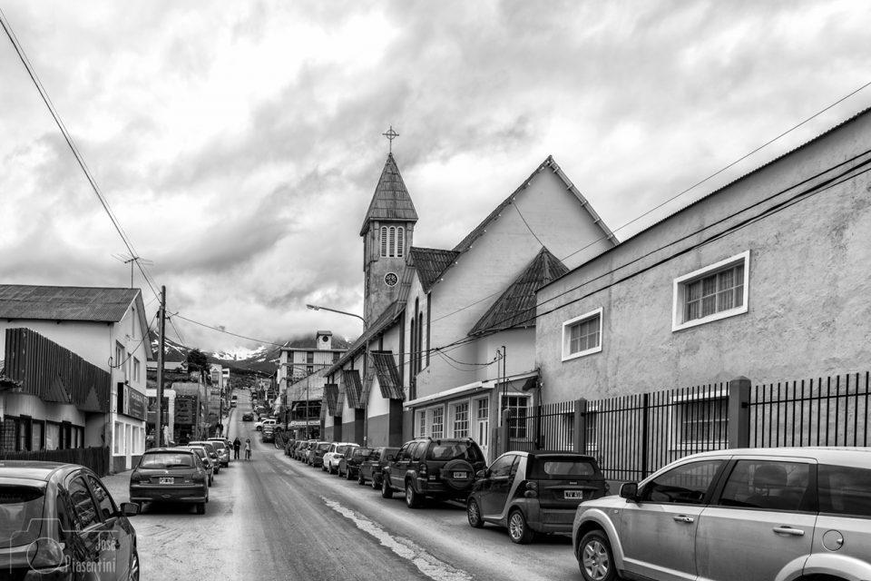 Tipica-calle-Ushuaia-Argentina