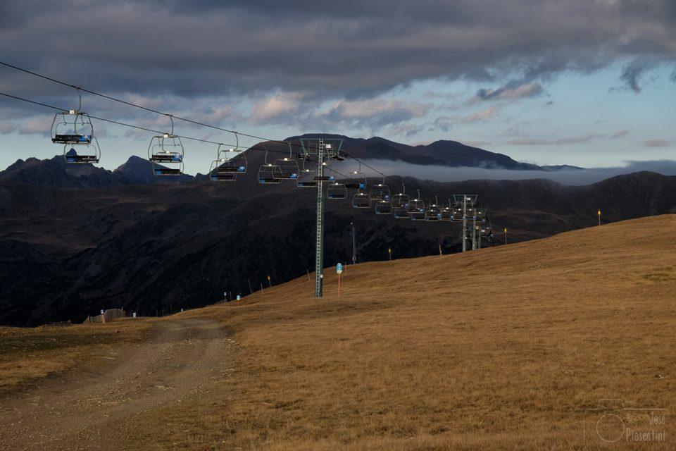 Grandvalira-Tarter - Andorra y sus montañas teñidas de ocre en otoño