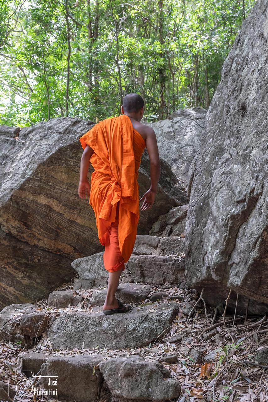 Things to do in Sri Lanka with children - Sigiriya-budist-monje