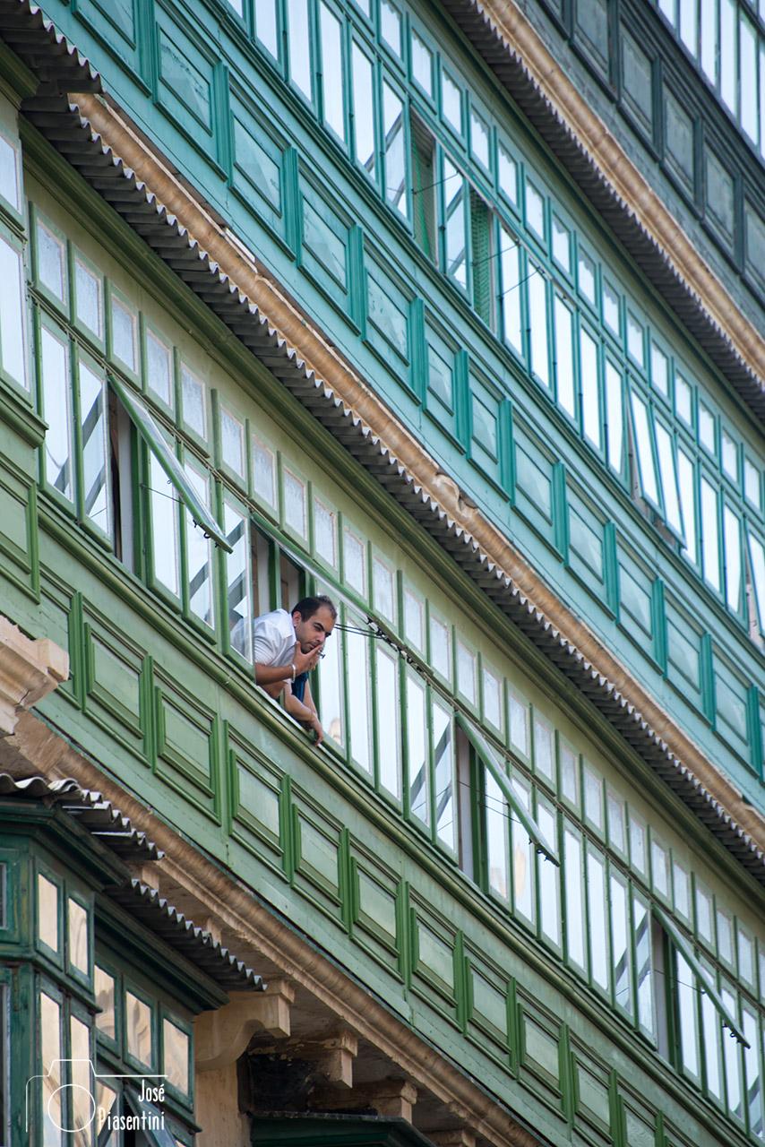 People-Balcony