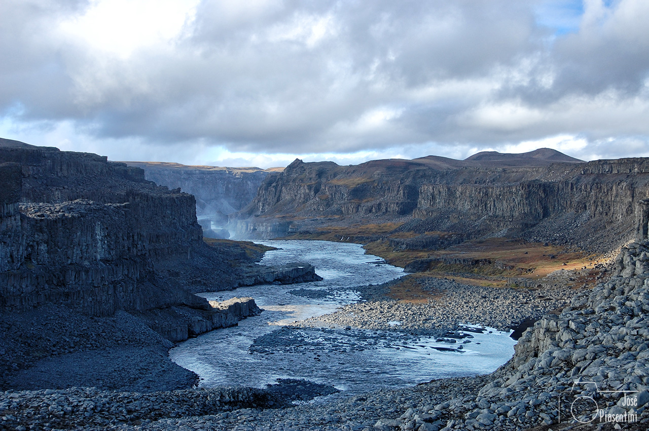 Powerful-Islandia-Dettifoss-(3)