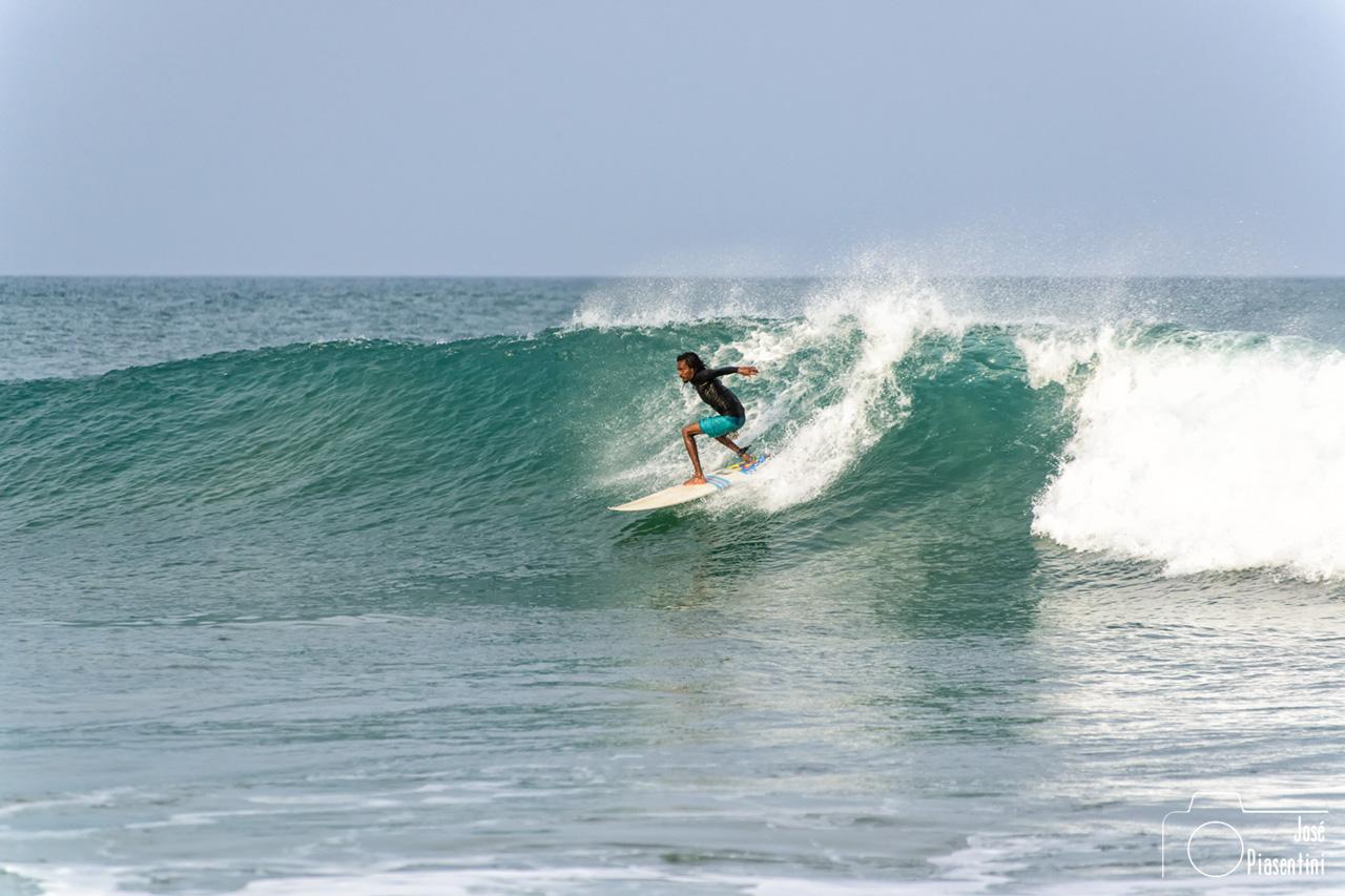 srilankan surfer