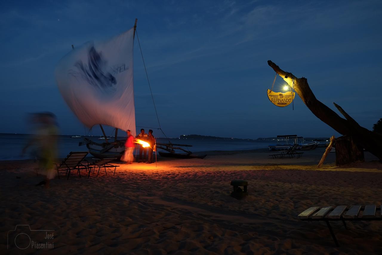 Fernando's Bar and Restaurant Uppuveli beach