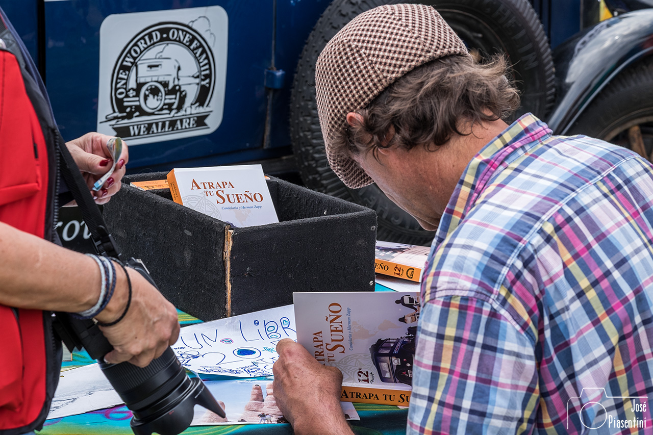 Zapp Herman firmando libro Atrapa tu sueño