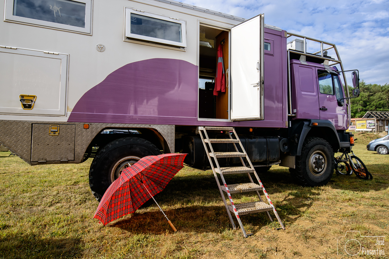 man 4x4 meeting Camper