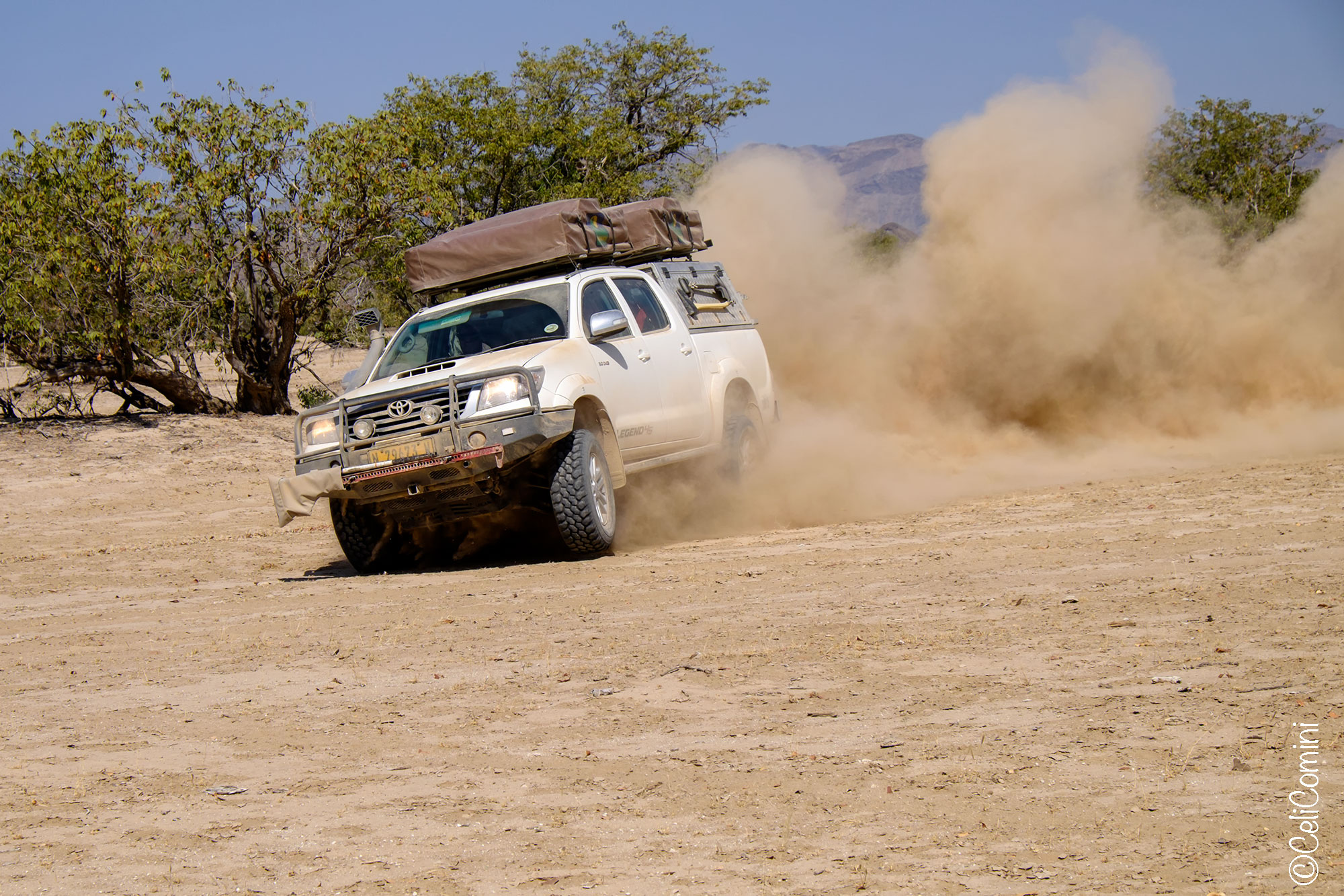Fes-Fes-Toyota-Hilux-asco