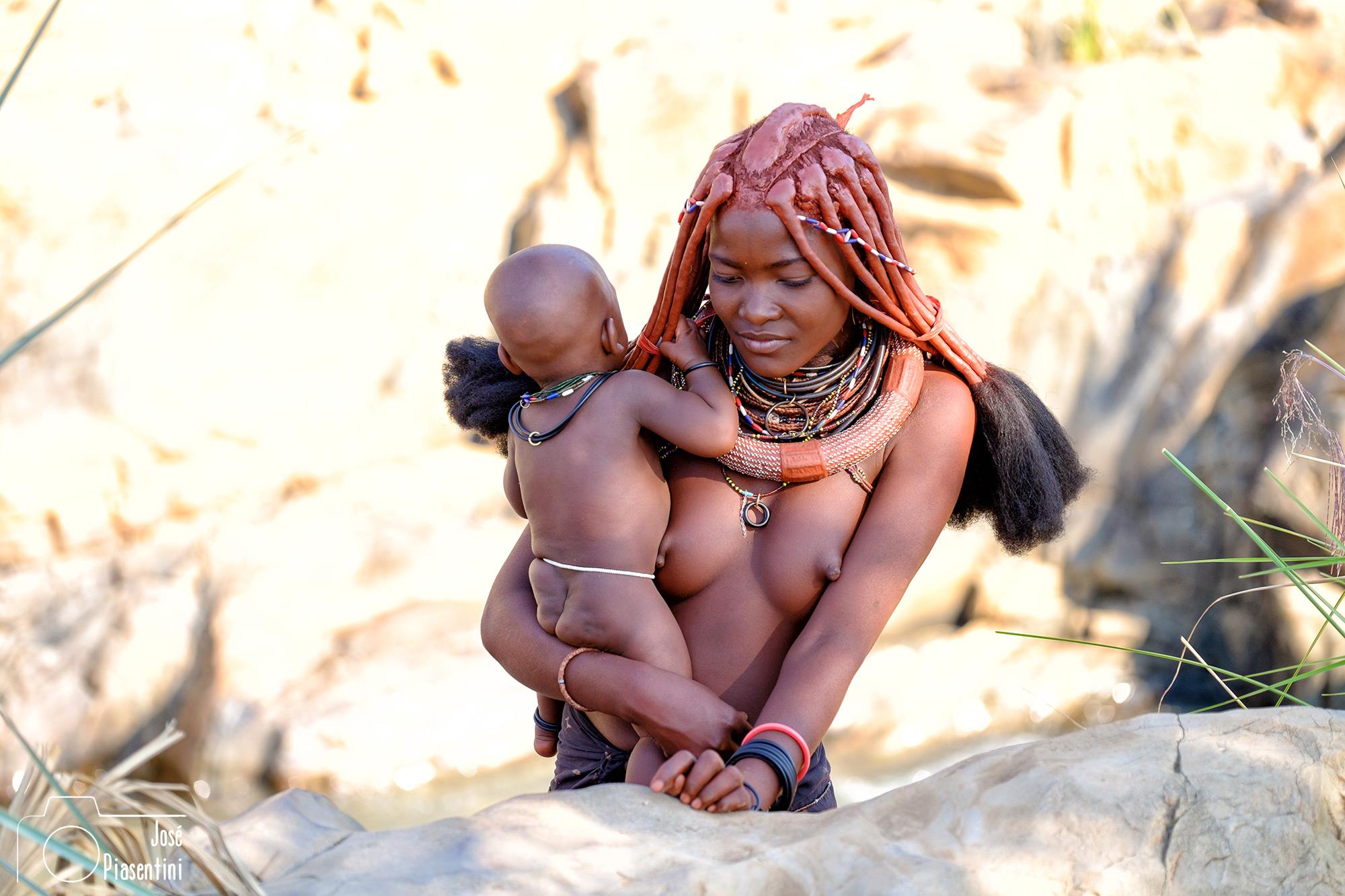 Con-los-Himbas-en-Namibia