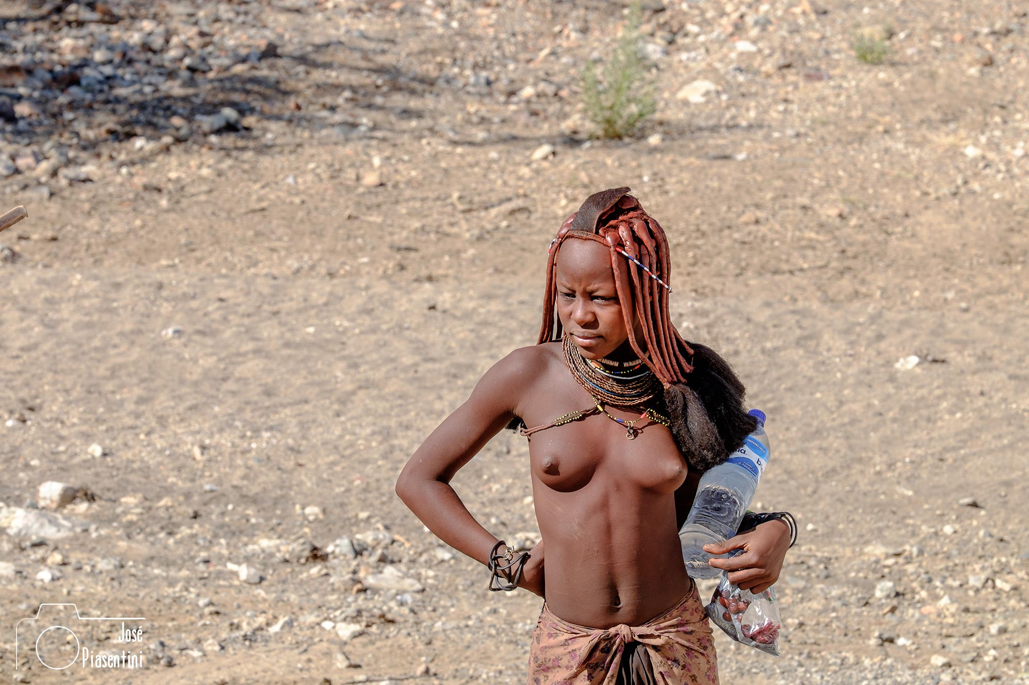 Joven Himba en Ruacana