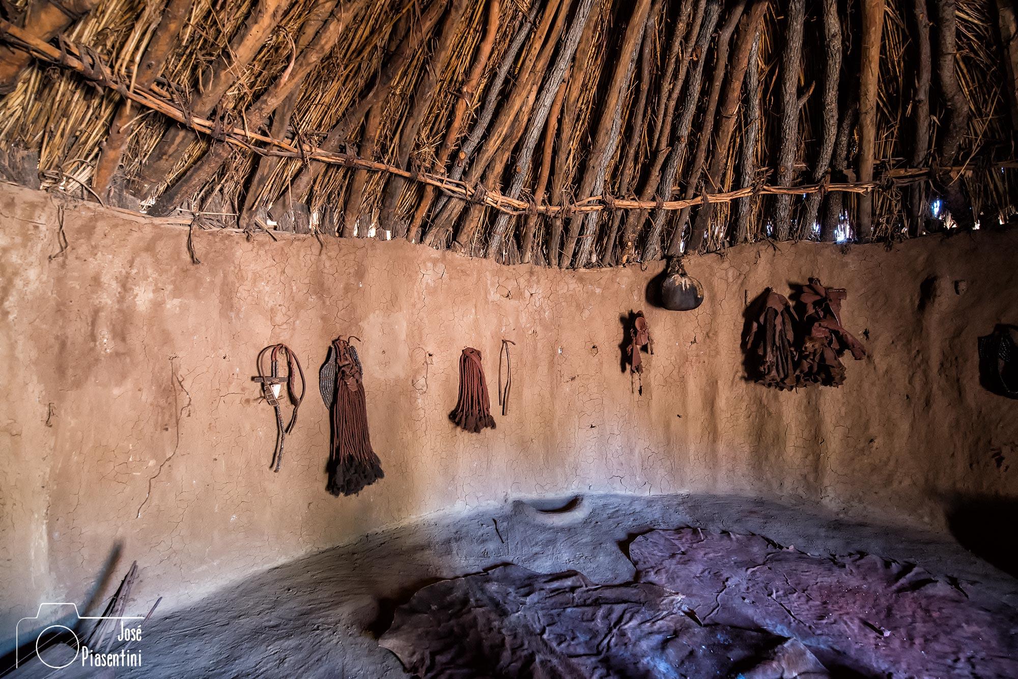 Pelucas de las Himba en su choza. Piasentini dandovueltasfotos