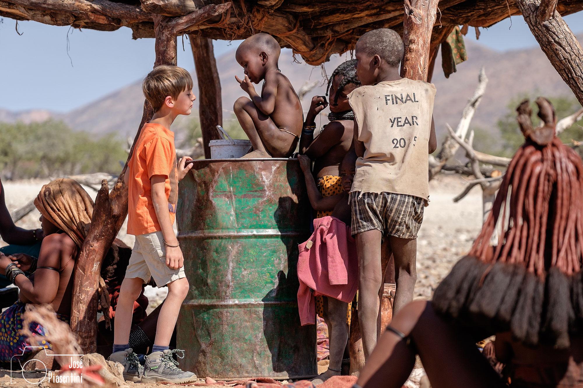 Dandovueltasfotos con los Himbas