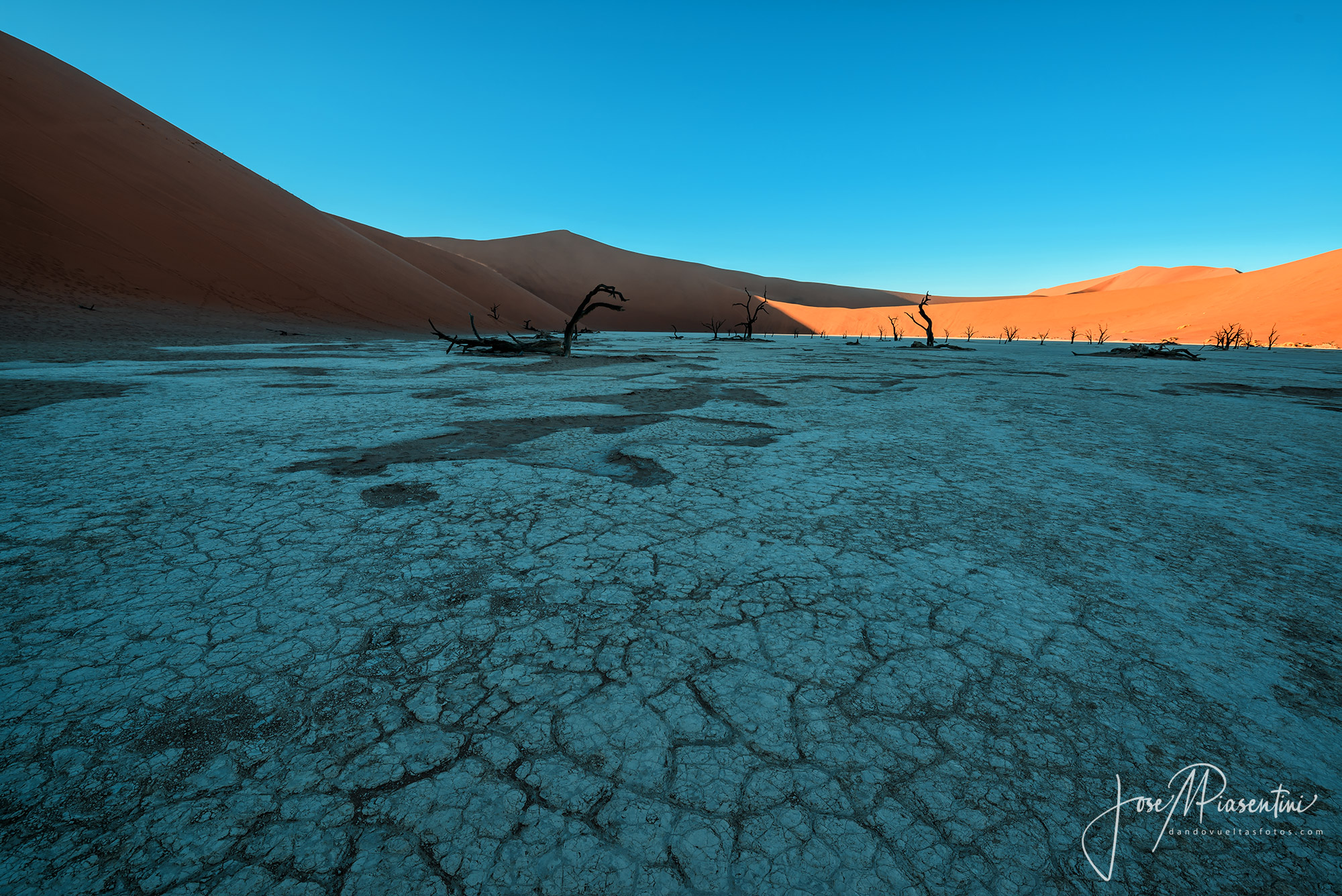 Sossusvlei-y-Deadvlei-orange-and-teal