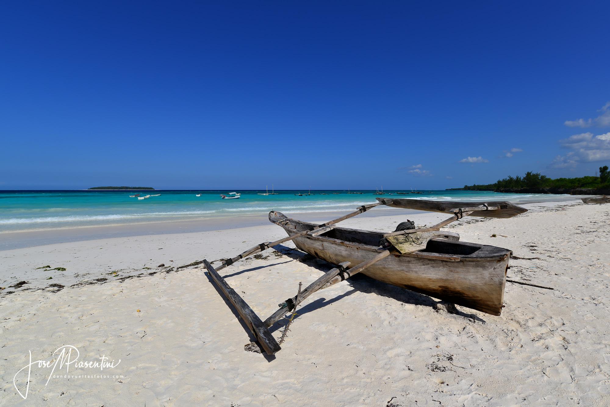 la barca tipica de zanzibar es el dhow