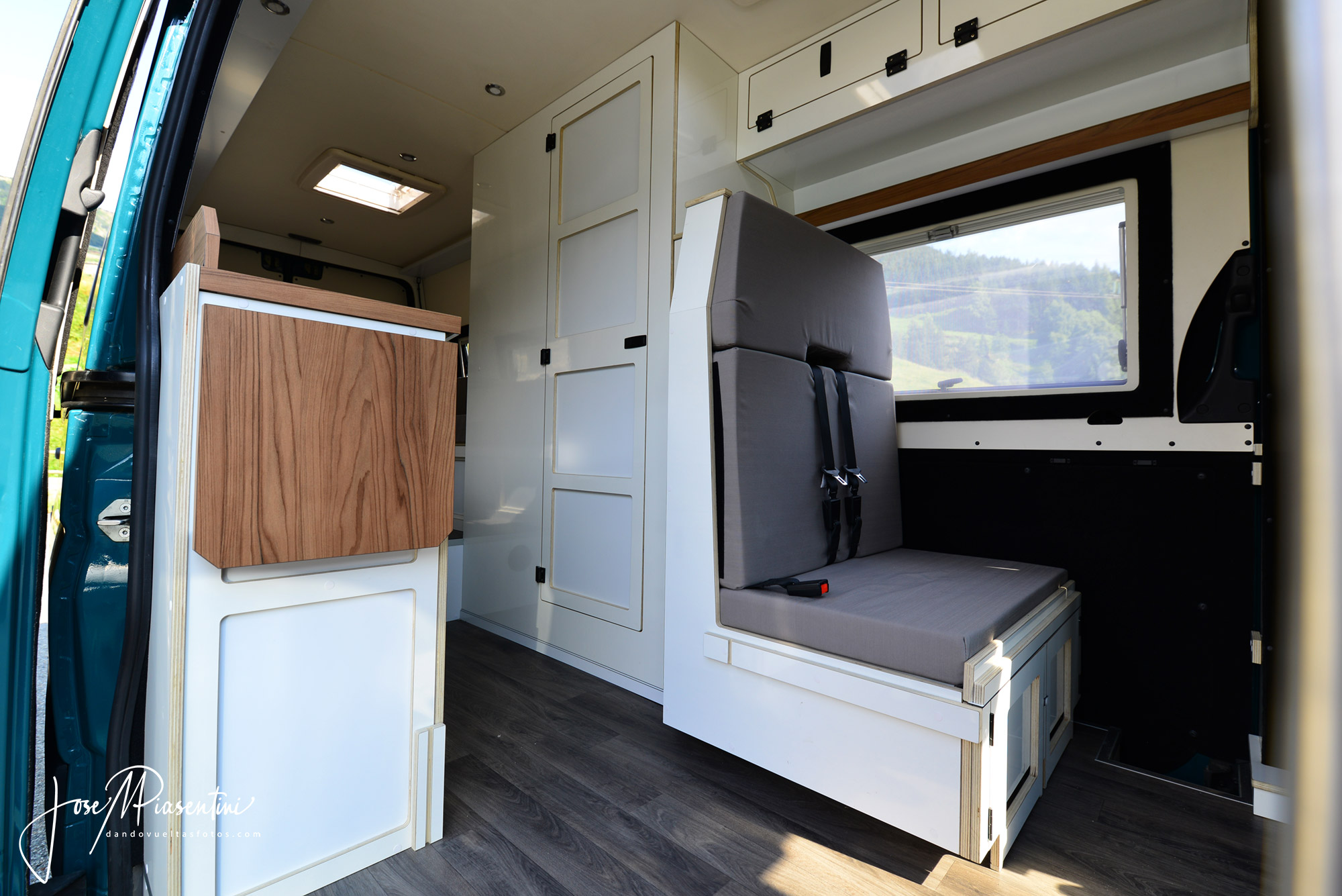 Mercedes-Sprinter-4x4-camper