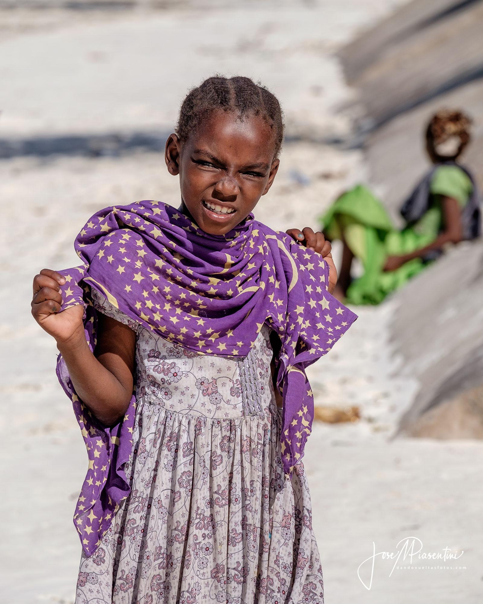 Zanzibar-Pingwe-Beach-people
