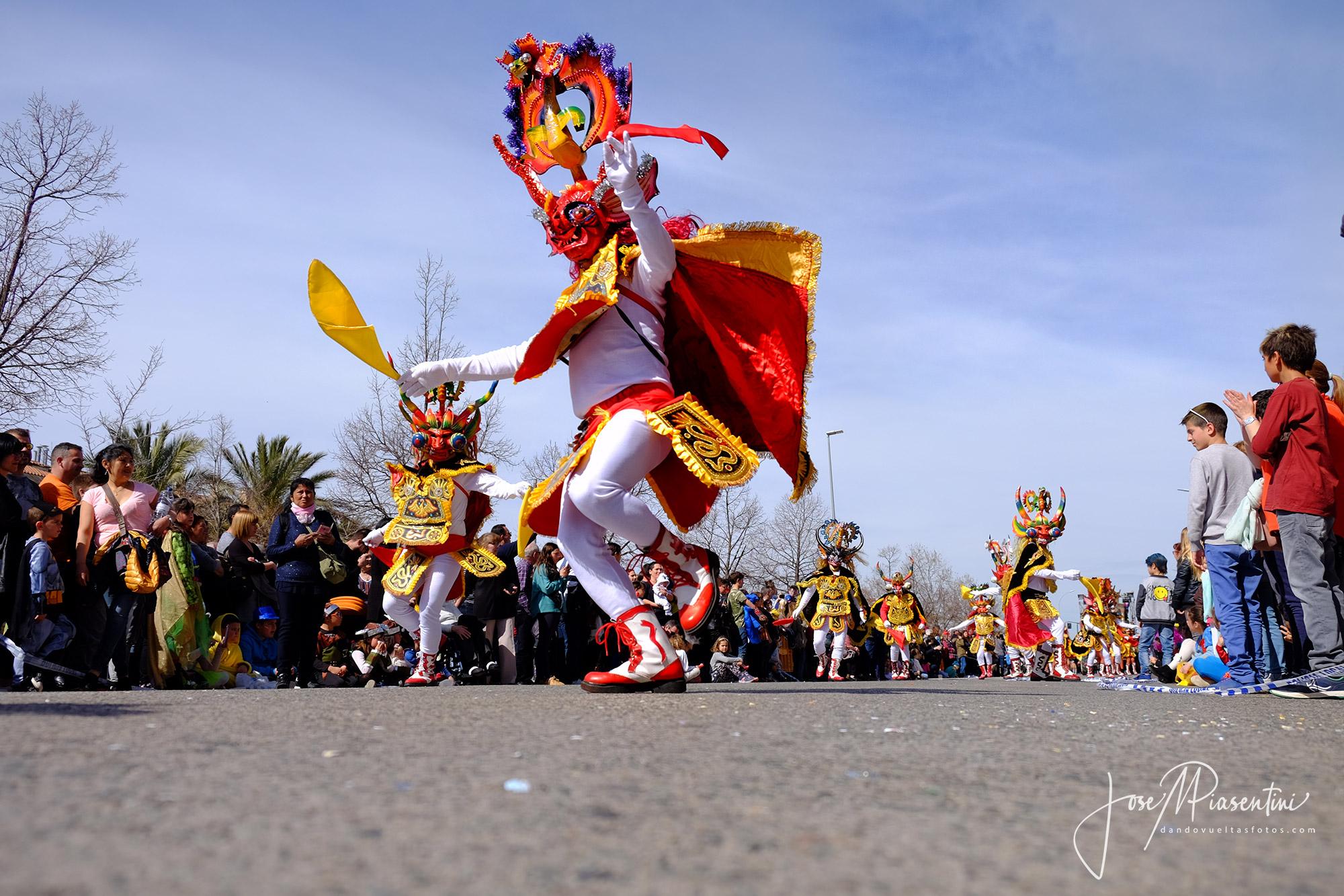 Desfile de carrozas en el Carnaval en Els Monjos