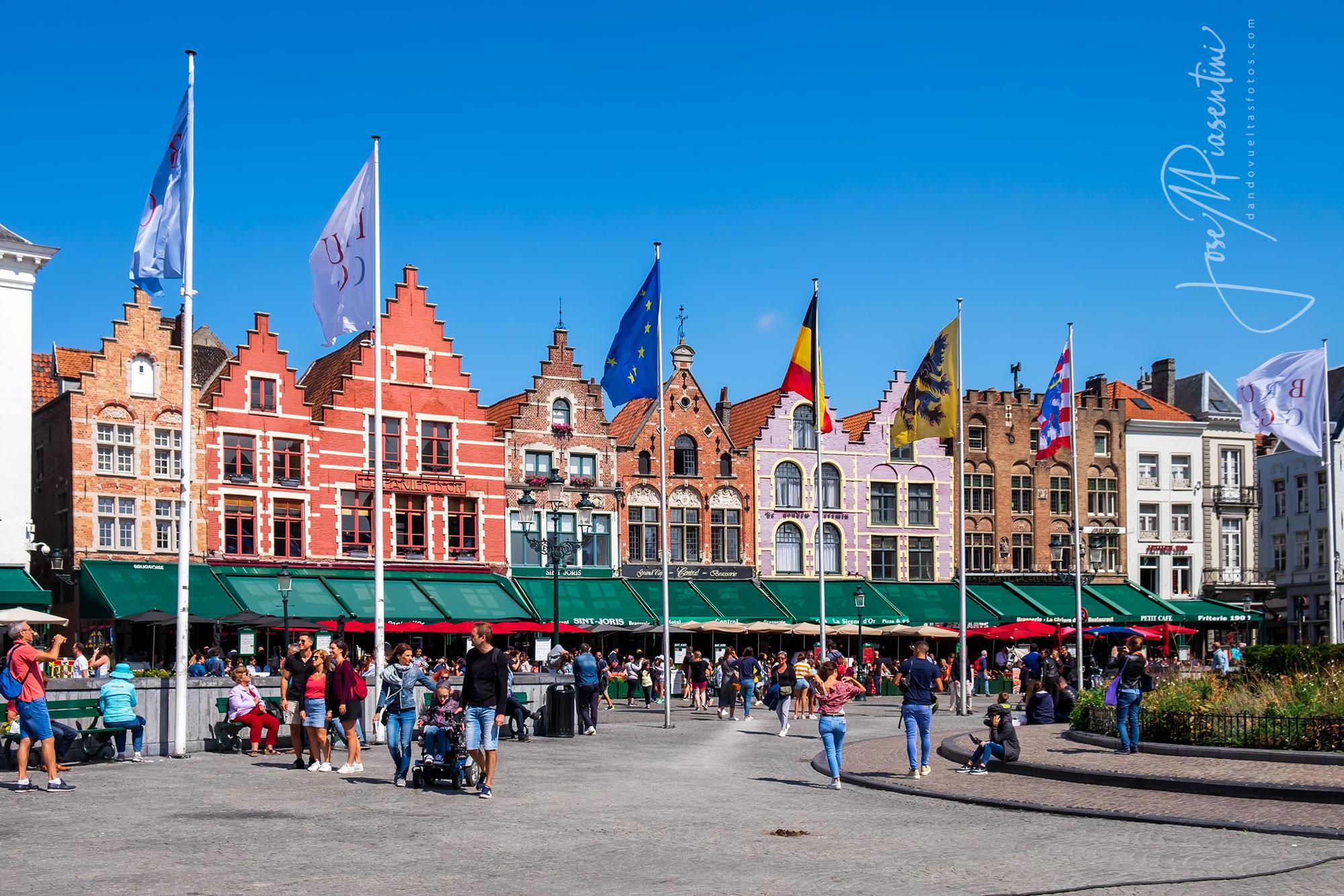 Un paseo por la Plaza Grote Markt UNESCO