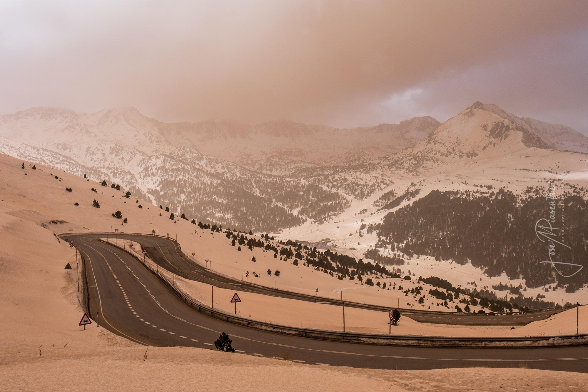 Andorra marron por el polvo del Sahara