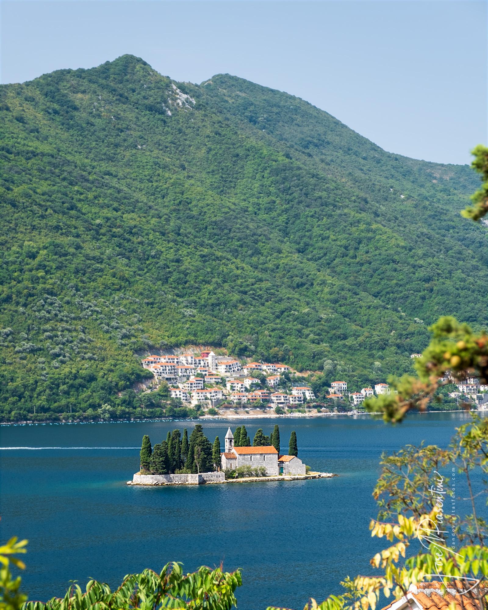La-bahía-de-Kotor-en-Montenegro