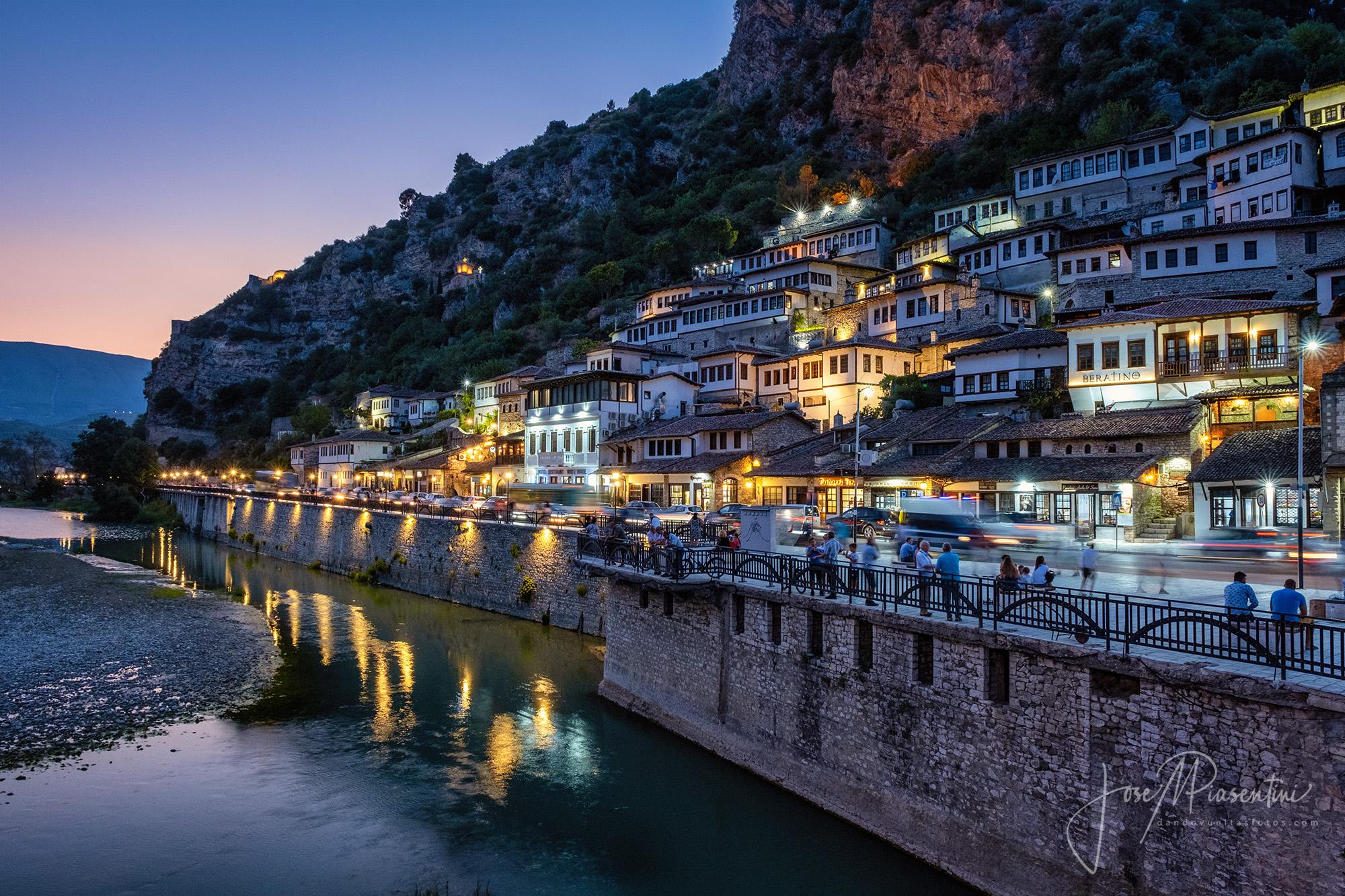 Berat Albania la ciudad de las mil ventanas